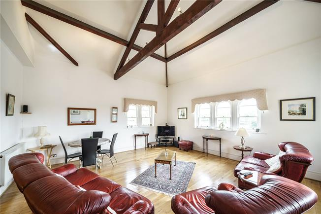 Asking Price £895,000, 3 Bedroom Flat For Sale in London, N11