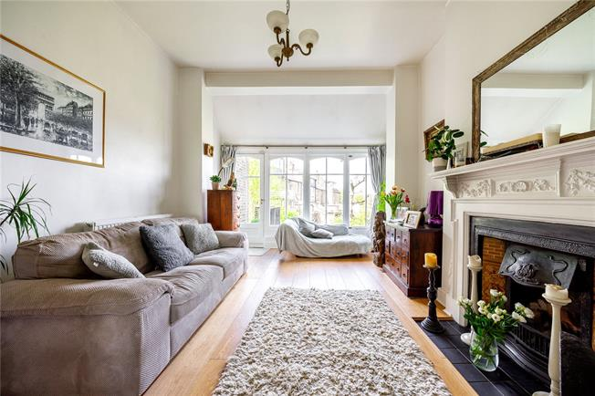 Asking Price £735,000, 2 Bedroom Flat For Sale in London, N10