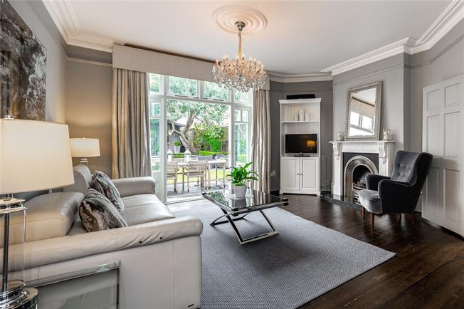 Asking Price £935,000, 2 Bedroom Flat For Sale in London, N10