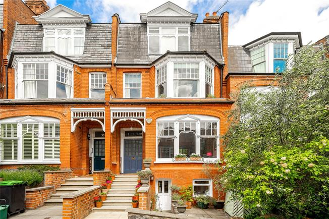 Asking Price £1,895,000, 5 Bedroom House For Sale in London, N10