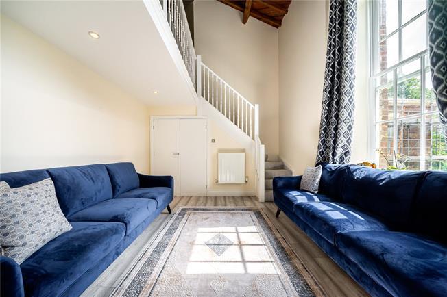 Asking Price £750,000, 4 Bedroom Flat For Sale in London, N11
