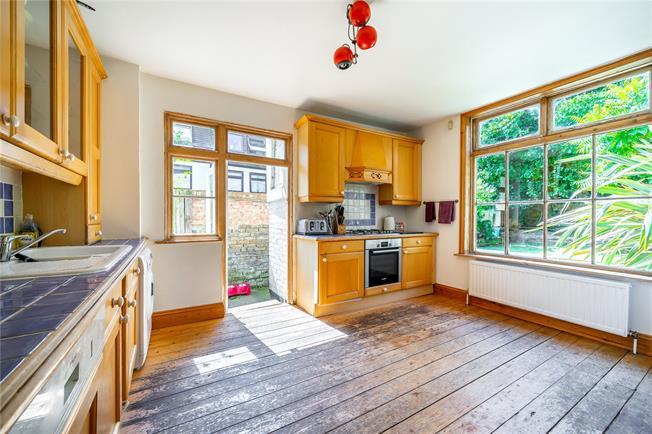 Asking Price £535,000, 2 Bedroom Flat For Sale in London, N10