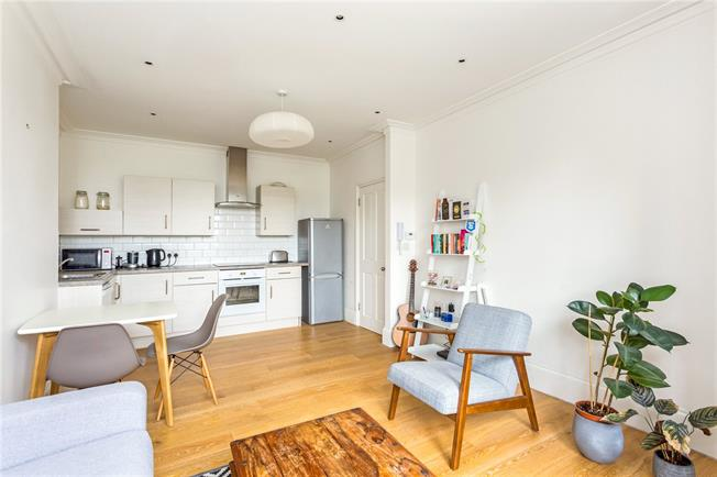 Asking Price £375,000, 1 Bedroom Flat For Sale in London, N10