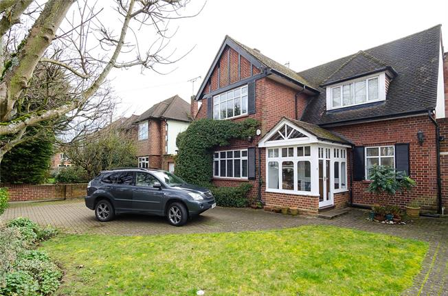 Guide Price £1,395,000, 4 Bedroom Detached House For Sale in Hampton, TW12