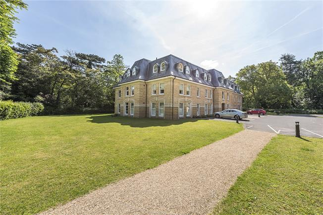 Guide Price £775,000, 3 Bedroom Flat For Sale in Teddington, TW11