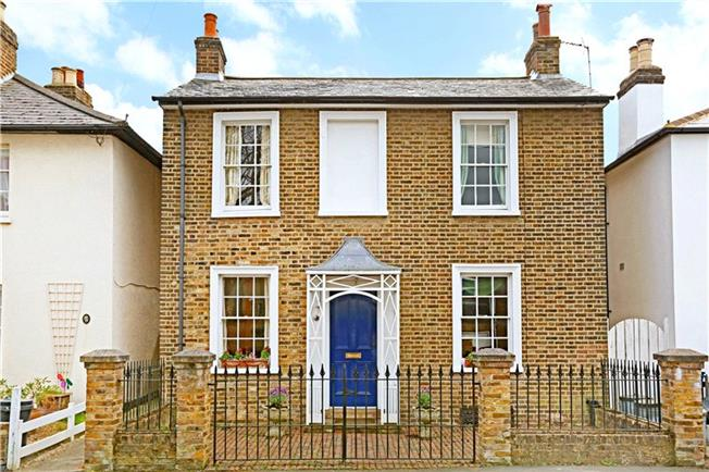 Guide Price £1,225,000, 4 Bedroom Detached House For Sale in Hampton Wick, KT1