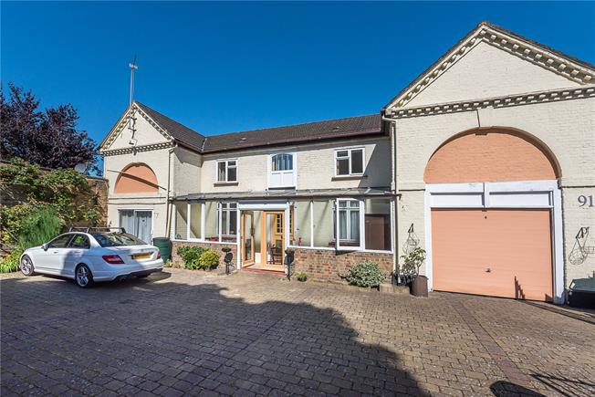 Guide Price £1,399,999, 4 Bedroom Detached House For Sale in Teddington, TW11