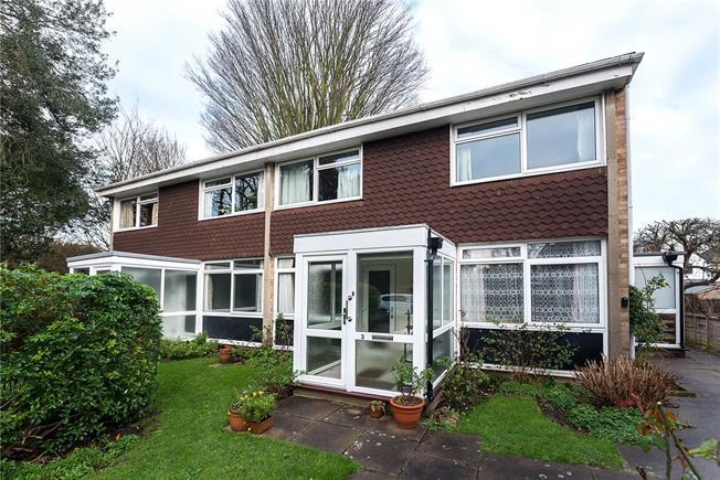 Guide Price £450,000, 2 Bedroom Flat For Sale in Teddington, TW11