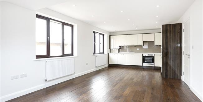 Guide Price £510,000, 2 Bedroom Flat For Sale in Hampton, TW12