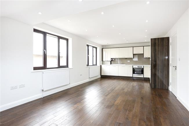 Guide Price £510,000, 2 Bedroom Flat For Sale in Hampton, TW12