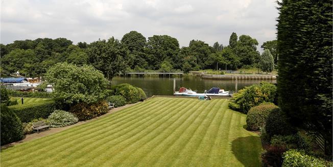 Guide Price £915,000, 2 Bedroom Flat For Sale in Teddington, TW11