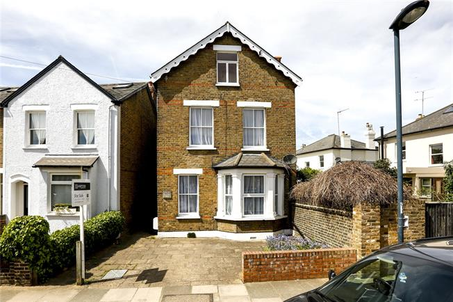 Guide Price £1,225,000, 4 Bedroom Detached House For Sale in Teddington, TW11