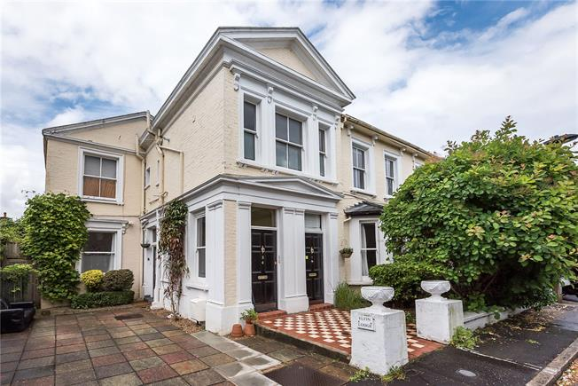 Guide Price £395,000, 1 Bedroom Flat For Sale in Teddington, TW11