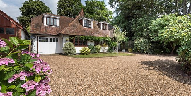 Guide Price £1,275,000, 4 Bedroom Detached House For Sale in Lower Sunbury, TW16