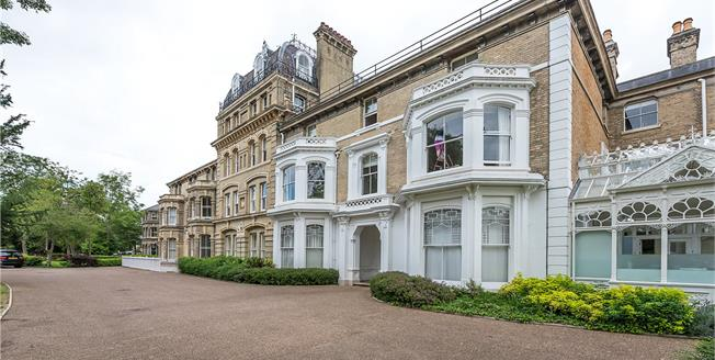 Offers in excess of £999,999, 2 Bedroom Flat For Sale in Teddington, TW11