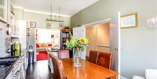 Guide Price £595,000, 2 Bedroom Flat For Sale in Twickenham, TW1