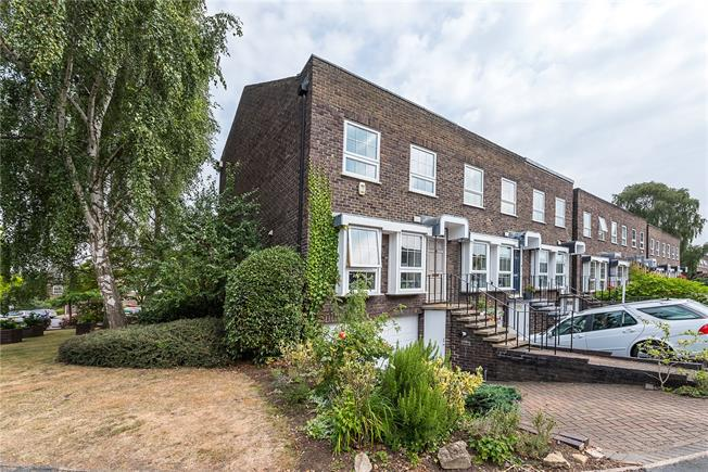 Guide Price £825,000, 4 Bedroom Terraced House For Sale in Twickenham, TW2
