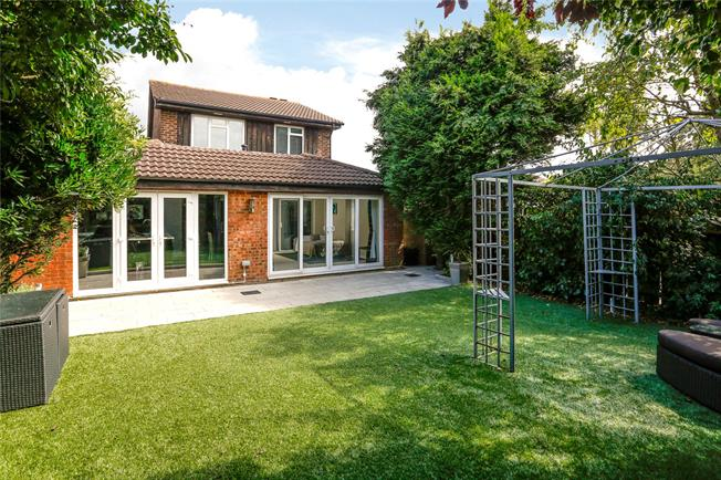 Guide Price £795,000, 5 Bedroom Detached House For Sale in Hampton, TW12