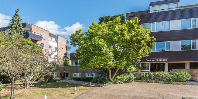 Guide Price £585,000, 2 Bedroom Flat For Sale in Teddington, TW11