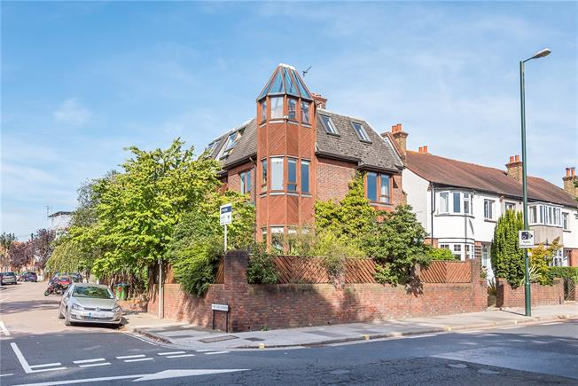 Guide Price £1,750,000, 4 Bedroom Detached House For Sale in Twickenham, TW1