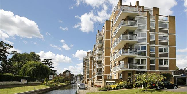 Guide Price £1,199,950, 3 Bedroom Flat For Sale in Teddington, TW11