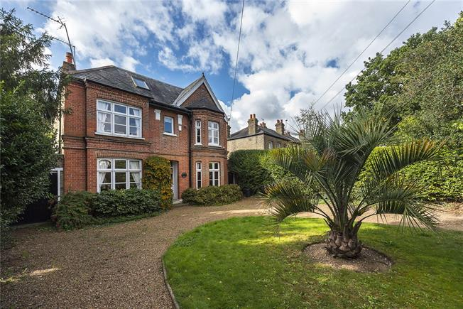 Guide Price £1,195,000, 5 Bedroom Detached House For Sale in Hampton, TW12