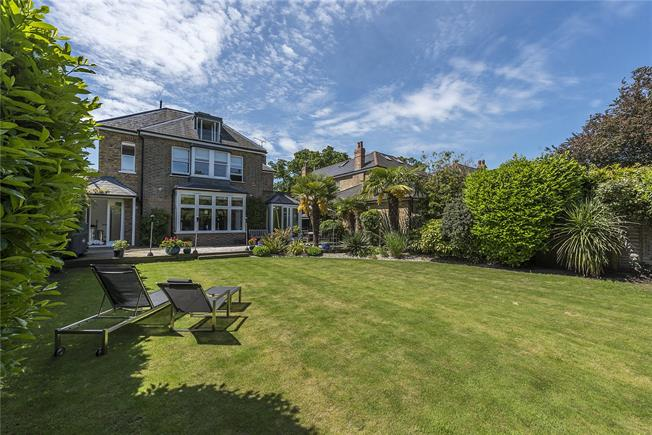 Guide Price £2,275,000, 5 Bedroom Detached House For Sale in Teddington, TW11
