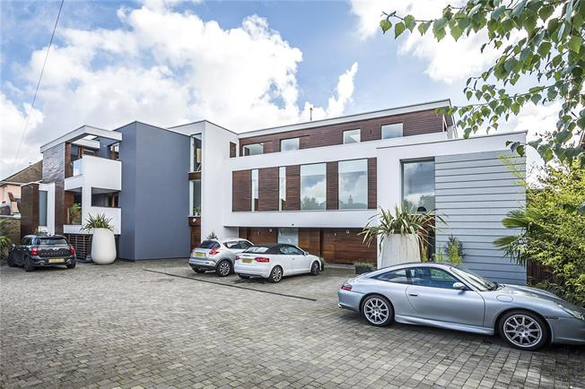 Guide Price £639,950, 2 Bedroom Flat For Sale in Hampton Hill, TW12