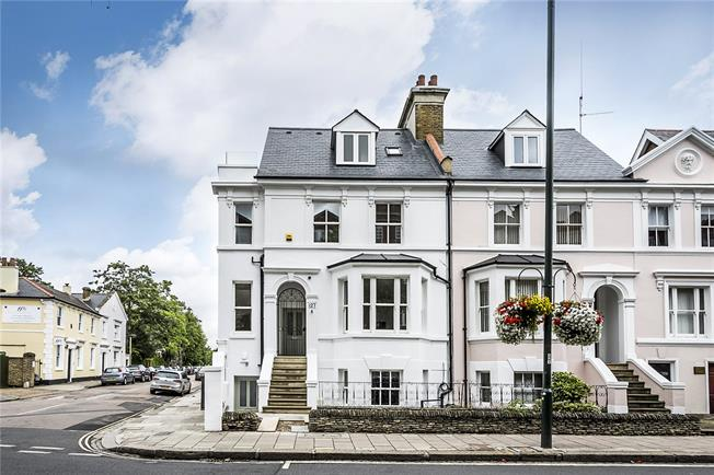 Guide Price £495,000, 2 Bedroom Flat For Sale in Teddington, TW11
