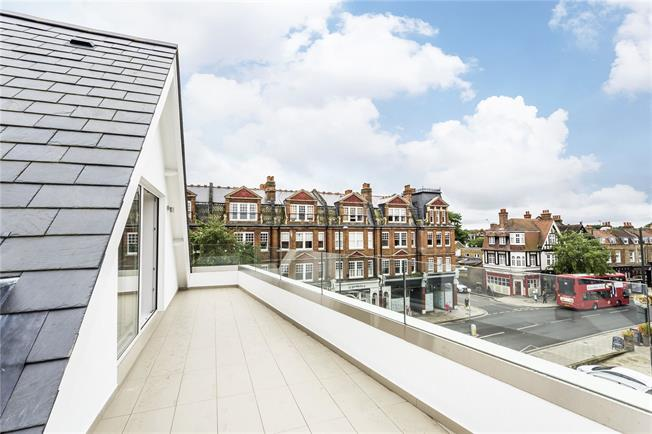 Guide Price £750,000, 3 Bedroom Flat For Sale in Teddington, TW11