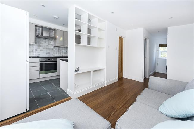 Guide Price £275,000, 1 Bedroom Flat For Sale in Teddington, TW11