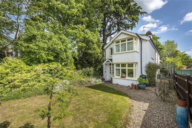 Guide Price £945,000, 3 Bedroom Detached House For Sale in Hampton Wick, KT1