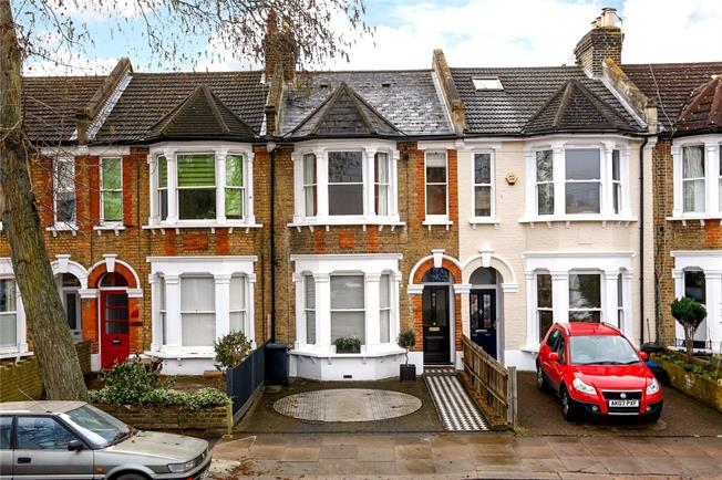 Guide Price £950,000, 4 Bedroom Terraced House For Sale in Teddington, TW11