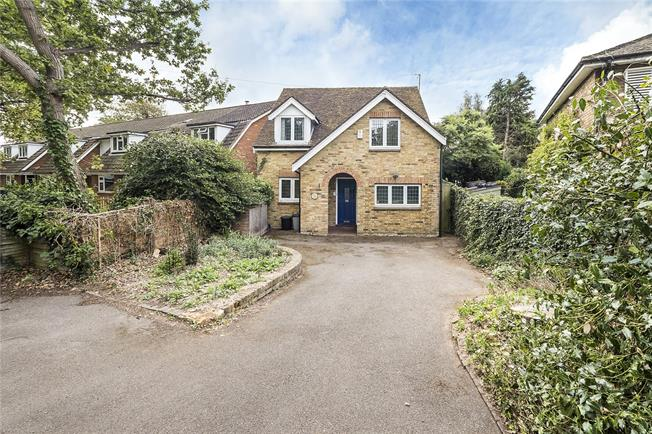 Guide Price £755,000, 3 Bedroom Detached House For Sale in Hampton, TW12