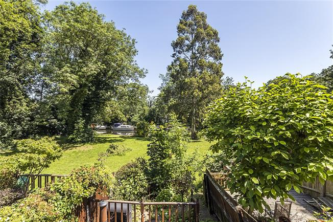 Guide Price £875,000, 4 Bedroom Terraced House For Sale in Teddington, TW11