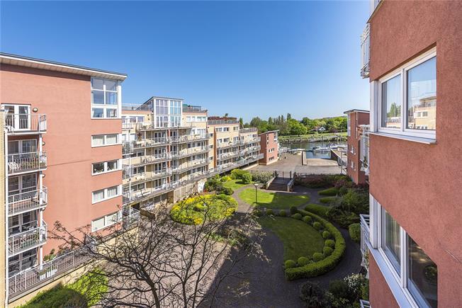 Guide Price £1,000,000, 3 Bedroom Flat For Sale in Teddington, TW11