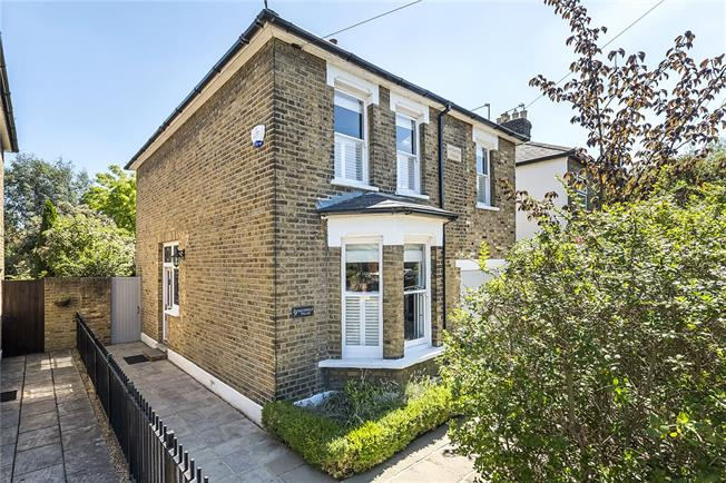 Guide Price £1,000,000, 4 Bedroom Detached House For Sale in Hampton, TW12