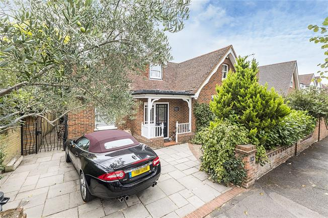 Guide Price £1,275,000, 4 Bedroom Detached House For Sale in Teddington, TW11