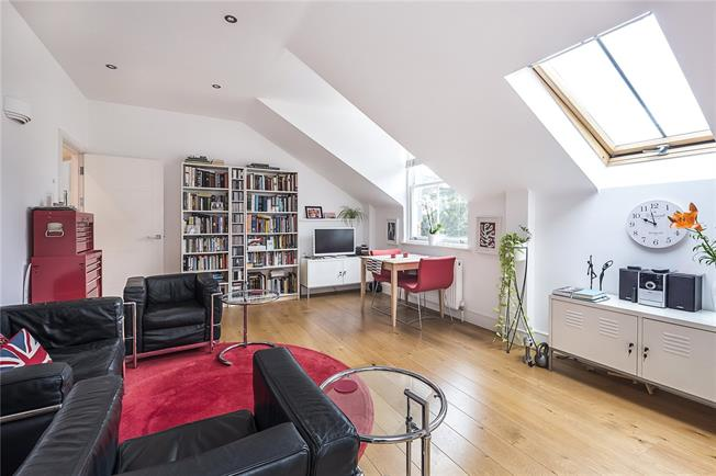 Guide Price £500,000, 2 Bedroom Flat For Sale in Teddington, TW11