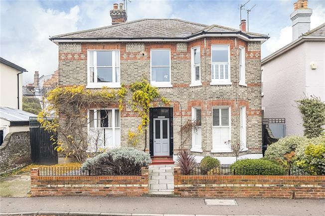 Guide Price £400,000, 1 Bedroom Flat For Sale in Hampton Wick, KT1