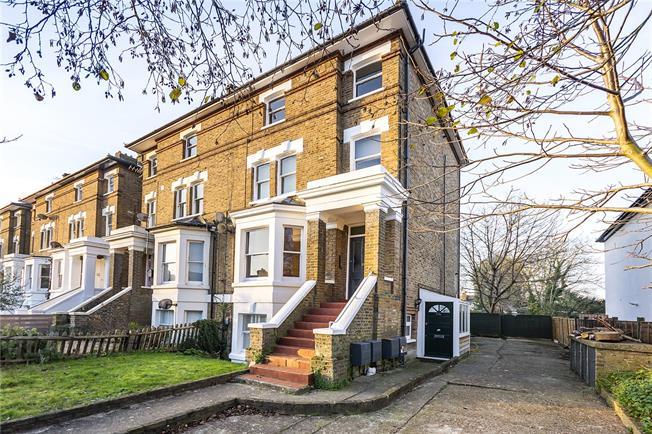 Asking Price £375,000, 1 Bedroom Flat For Sale in Teddington, TW11