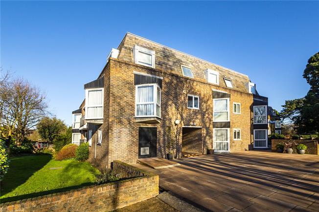Asking Price £535,000, 2 Bedroom Flat For Sale in Teddington, TW11
