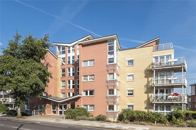 Asking Price £590,000, 2 Bedroom Flat For Sale in Teddington, TW11
