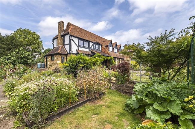 Guide Price £1,500,000, 3 Bedroom Detached House For Sale in Teddington, TW11