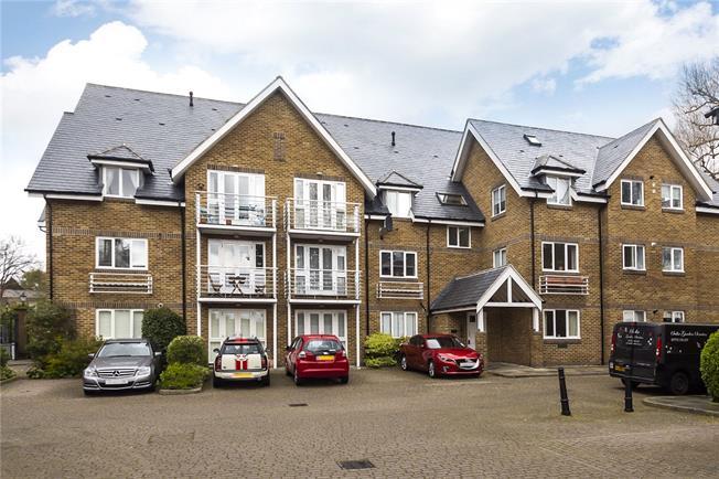 Guide Price £475,000, 2 Bedroom Flat For Sale in Hampton, TW12