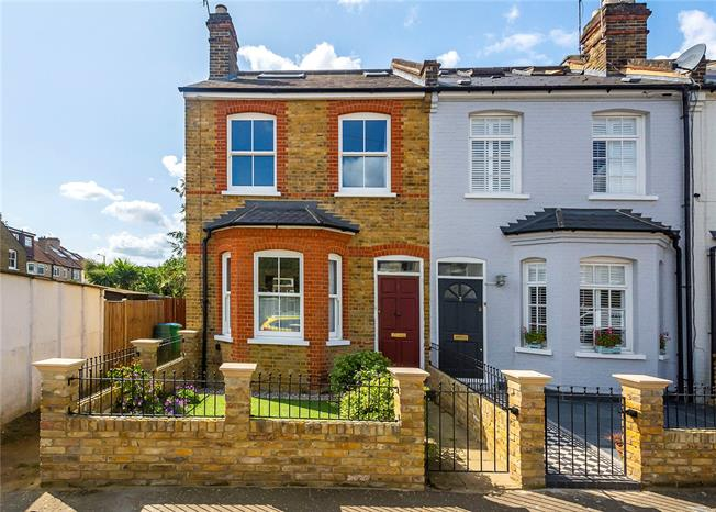 Guide Price £925,000, 3 Bedroom End of Terrace House For Sale in Teddington, TW11