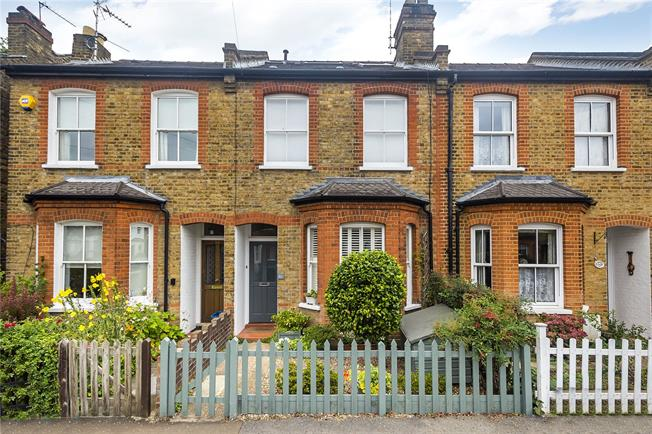 Guide Price £925,000, 3 Bedroom Terraced House For Sale in Teddington, TW11