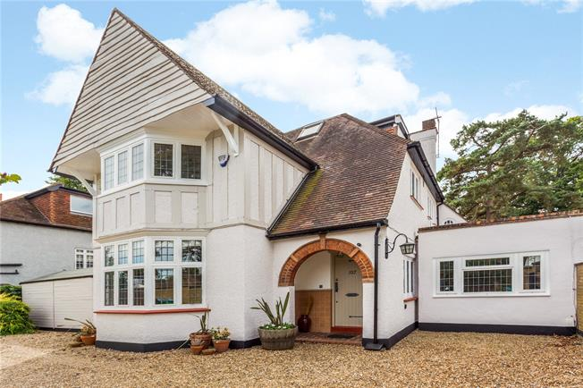 Guide Price £1,600,000, 5 Bedroom Detached House For Sale in Hampton, TW12