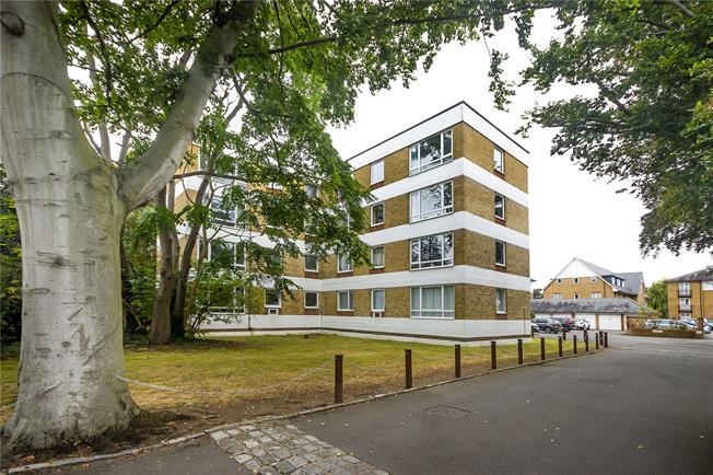 Guide Price £550,000, 2 Bedroom Flat For Sale in Teddington, TW11