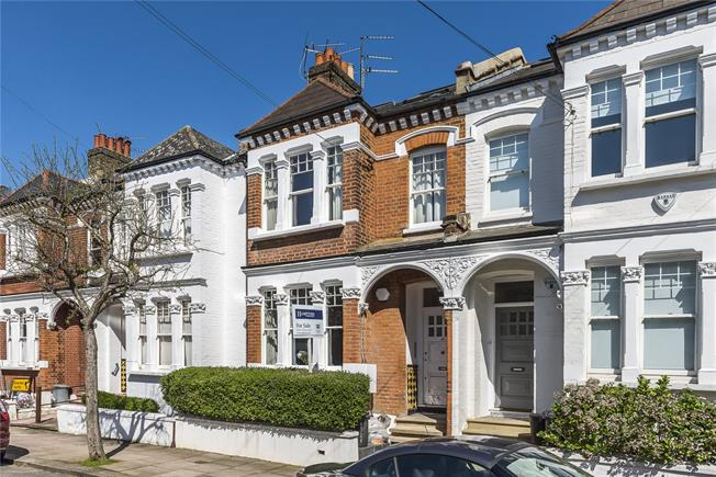 Asking Price £699,000, 2 Bedroom Flat For Sale in London, SW11